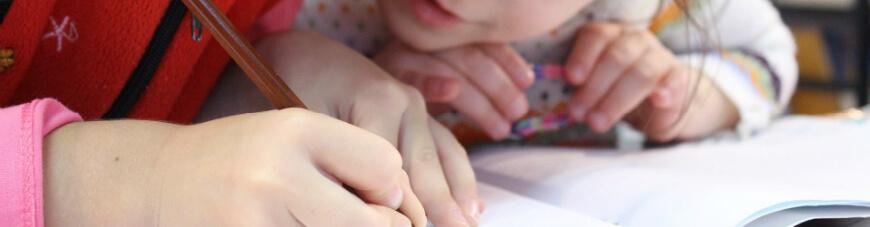 ¿Cómo puedo preparar a mis hijos pequeños para leer?